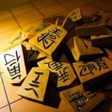 塩田武士著「盤上のアルファ」感想|関西弁の掛け合いが楽しい将棋小説